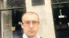 Vadim Ungureanu cu cască pe cap, pentru a nu mai fi bătut de Platforma DA