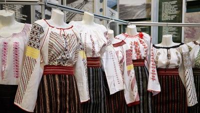 Ia moldovenească a devenit un element vestimentar popular în garderoba oamenilor contemporani