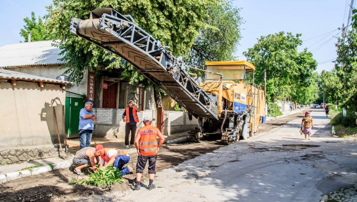 Drumurile din trei sectoare din oraşul Orhei intră în reparaţie capitală (FOTO)