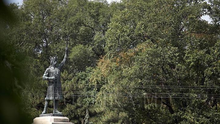 PUNE ÎN PERICOL sănătatea celor din jur! Un bolnav de tuberculoză s-a adăpostit într-un parc