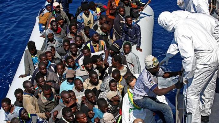 IMPORTANT! 2.000 de migranţi au fost salvaţi în largul Libiei de gărzile de coastă italiene