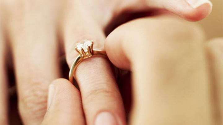 INGENIOS! Cele mai surprinzătoare, amuzante şi emoţionante cereri în căsătorie