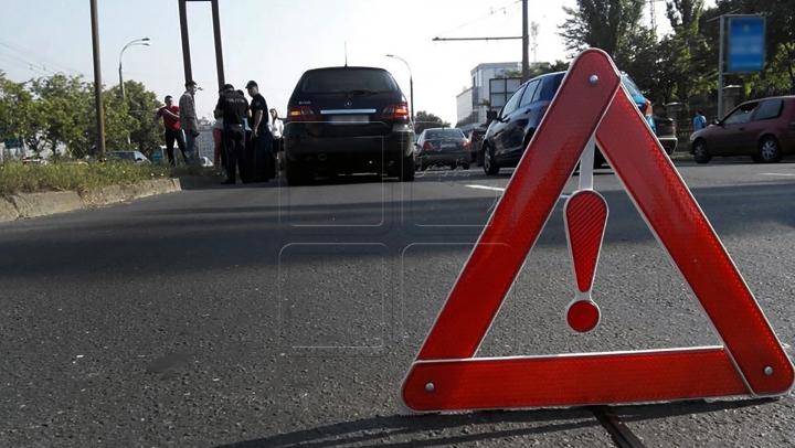 ACCIDENT DE LUX în Capitală! Un Porsche s-a ciocnit cu un troleibuz (FOTO)