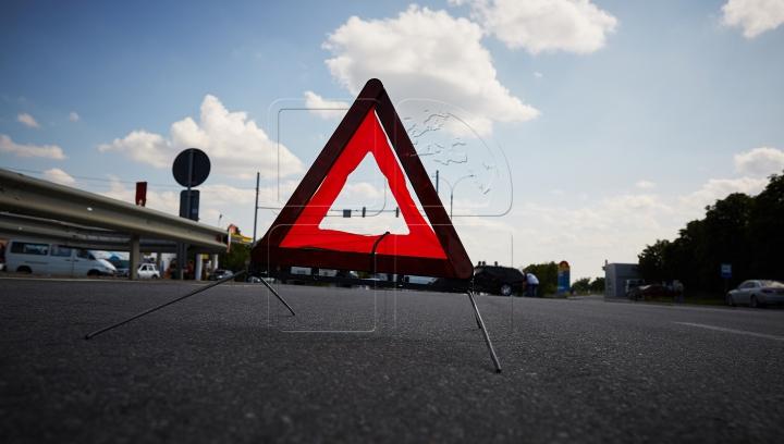 ACCIDENT în Capitală: Un motociclist a fost doborât de un automobil (FOTO)