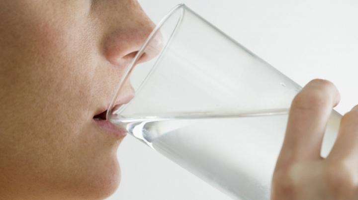 Caz șocant! O femeie a murit după ce a băut doi litri de apă