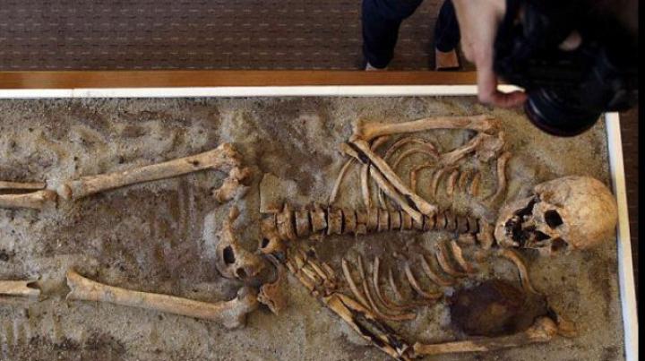 """UIMITOR! În Bulgaria va fi expus mormântul unor """"vampiri"""". Expoziția conține scheletele a 17 tineri"""