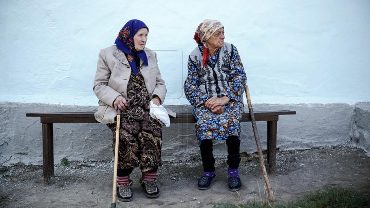 Bătrânii, nostalgici după trecut. Cum au sărbătorit oamenii de la sate Ziua Internaţională a Muncii