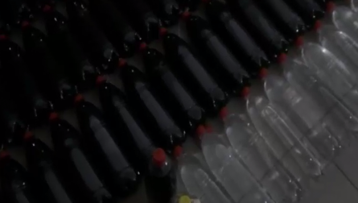 Băuturi alcoolice contrafăcute urmau a fi vândute în magazinele din Capitală. Cine coordona afacerea