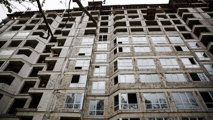 Moldoveni deposedați de milioane de lei. Patronul unei companii de construcţii, condamnat la închisoare