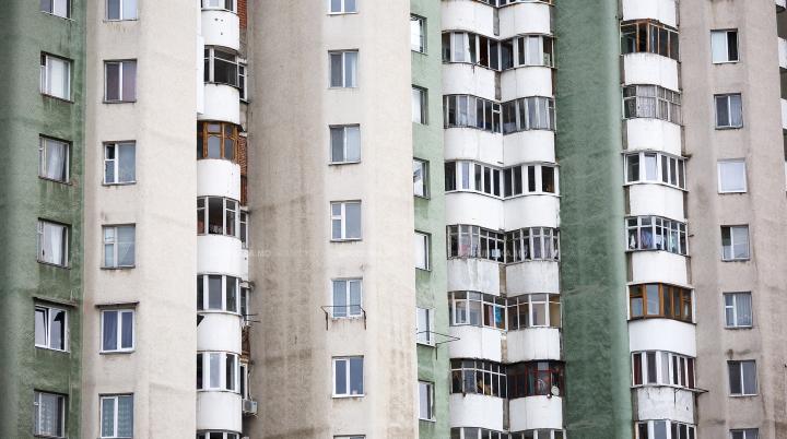 GEST DISPERAT. O femeie din Capitală s-a aruncat de la etajul zece al unui bloc. DETALII GROAZNICE