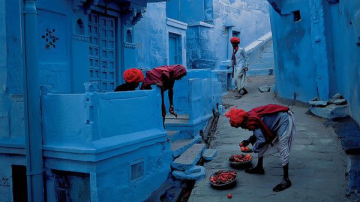 Oraşul-oglindă al lui Dumnezeu. Locul în care toate clădirile sunt vopsite în albastru