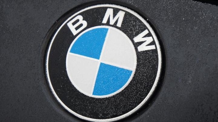 COMOARA DIN GARAJ! Un BMW legendar, descoperit sub un strat gros de praf (FOTO)