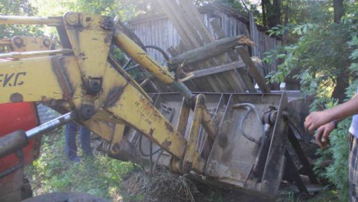 La Cahul au fost DEMOLATE mai multe construcţii NEAUTORIZATE (FOTO)