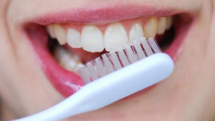 BINE DE ŞTIUT! Dinții sănătoși trebuie îngrijiți în vacanță