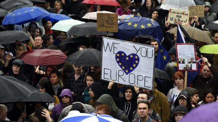 Miting ANTI-BREXIT. Peste 50.000 de oameni au participat la protest după un apel pe Facebook