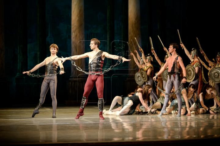 """PREMIERĂ DE EXCEPŢIE la Chişinău! Teatrul de Operă şi Balet prezintă spectacolul """"Spartacus"""" (FOTO)"""