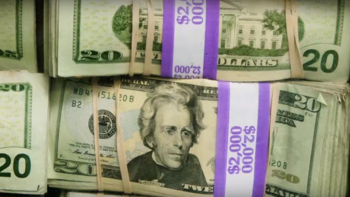 ESTE INCREDIBIL! Ce fac americanii cu dolarii scoşi din circulaţie