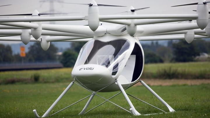 A fost lansat primul multicopter autorizat, pilotat de om (VIDEO)