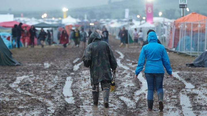 Festival de muzică, ANULAT din cauza vremii. 80 de persoane au fost rănite în urma unor fulgere