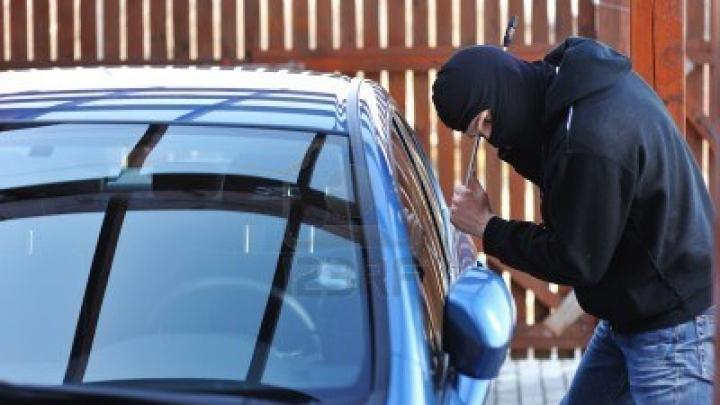 Și-a regăsit mașina furată, alături de un bilet și o sumă de bani. MESAJUL din bilet a devenit VIRAL