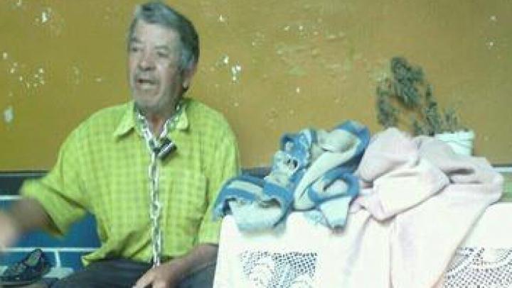 CAZ IEȘIT DIN COMUN la Rezina! Un bărbat a fost priponit de soție cu un lanț de gât (FOTO)