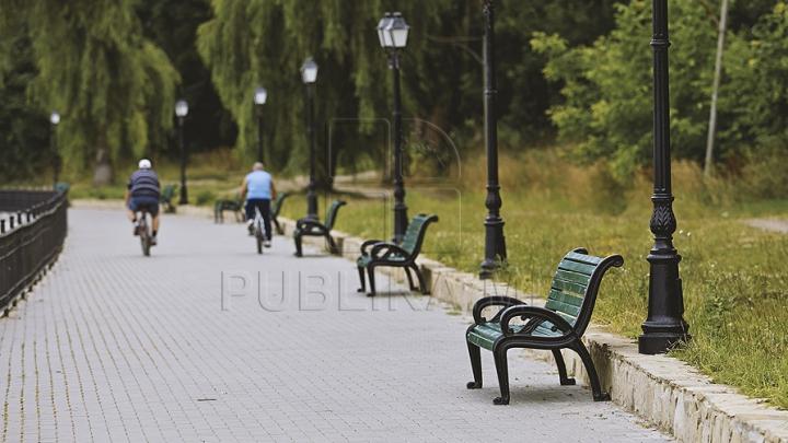 NO COMMENT! Băncile de la Valea Morilor devin tot mai des elemente de decor, în lac (FOTO)