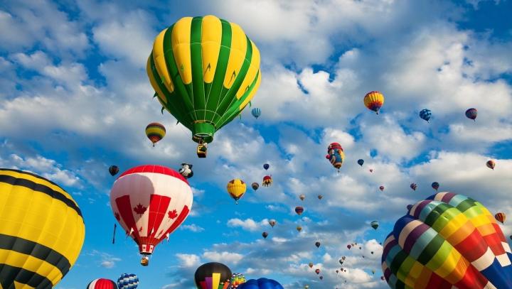 Spectacol la Londra! Zeci de baloane cu aer au zburat pe cerul din Capitala Marii Britanii