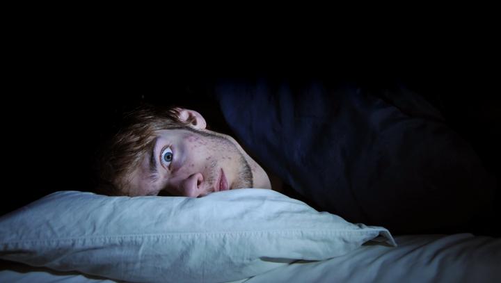 ÎNGRIJORĂTOR! Adevăratul motiv pentru care te trezeşti în timpul nopţii sau ai insomnii
