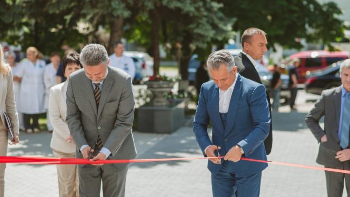 Condiții europene la Institutul Mamei și Copilului. A fost inaugurată intrarea principală a instituției (FOTOREPORT)