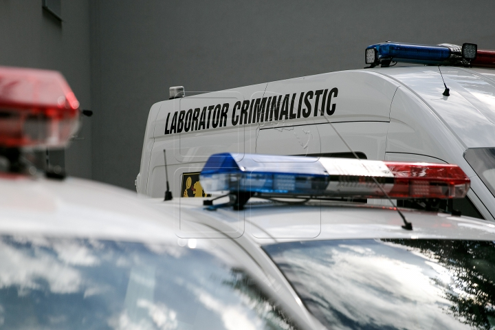 MACABRU! Cadavrul unui vecin descoperit de copiii din fața blocului