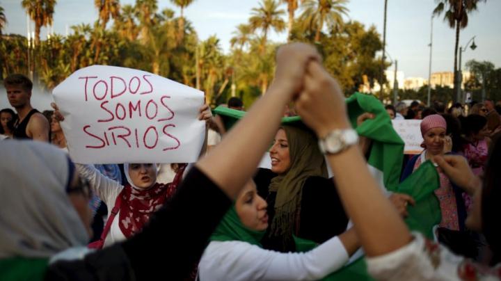 Spania: Aproape 9.000 de persoane au defilat duminică pe străzile Barcelonei pentru primirea migranților