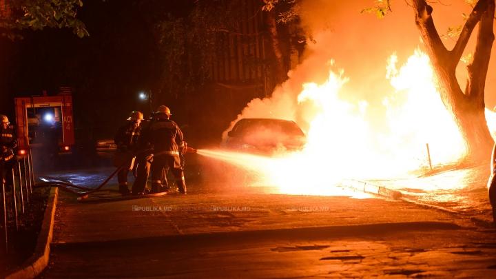 Șapte mașini, mistuite de flăcări. Cauza ȘOCANTĂ a izbucnirii incendiului de la Ciocana