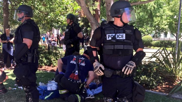 Scene de o violenţă extremă în timpul unui miting al unei organizaţiei neonaziste (VIDEO 18+)
