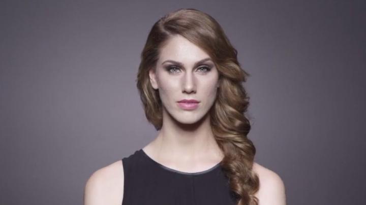 Acneea, noul trend? Modele cu faţa acoperită de coşuri, la Săptămâna Modei de la Milano (VIDEO)