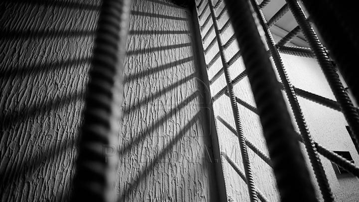 REVOLTĂ la penitenciarul Goian! MOTIVUL pentru care mai mulţi deţinuţi au dat foc la mobilier