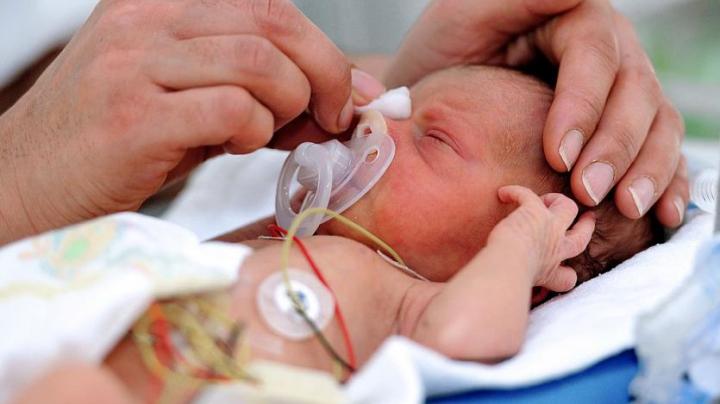 MIRACOL! Un bebeluş a venit pe lume la 15 săptămâni după ce mama acestuia a decedat