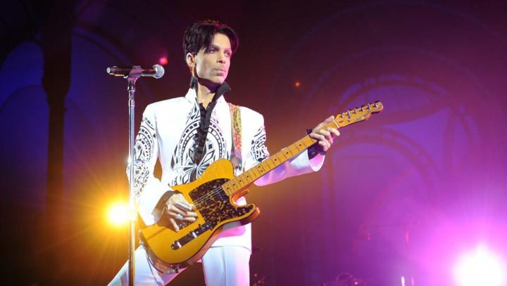 Numele regretatului interpret Prince a apărut pe celebrul bulevard Walk of Fame
