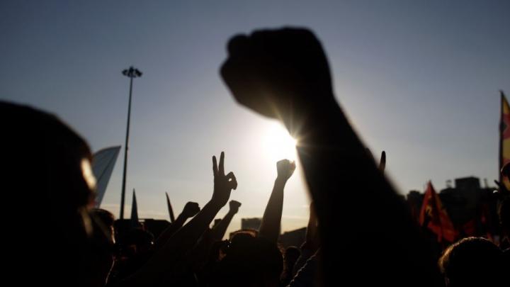 PROTEST DE AMPLOARE la Paris: Zeci de oameni au fost arestaţi