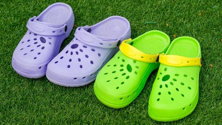 Porţi astfel de pantofi? ARUNCĂ-I IMEDIAT! Îţi pun sănătatea în PERICOL