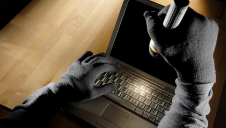 Şi-a setat laptopul să facă poze la 3 încercări eşuate de parolă. A rămas MUT când a văzut spionul (FOTO)