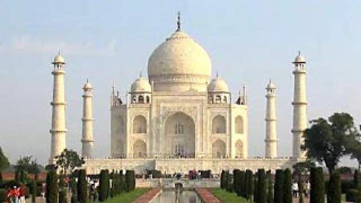 Tribut igienei orale. Cum arată replica palatului Taj Mahal confecţionat din scobitori
