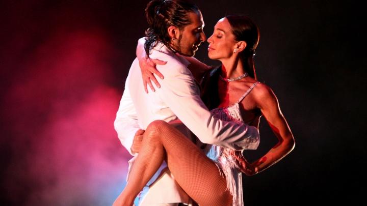 Tango pe o scenă SUSPENDATĂ în aer! Vezi dansul care a intrat în Cartea Recordurilor (VIDEO)