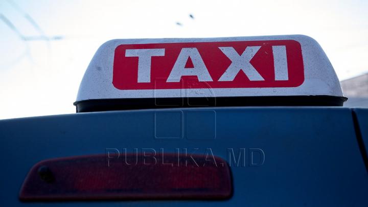 Natura face ravagii. Un taxi a fost făcut ZOB în Capitală (FOTO)