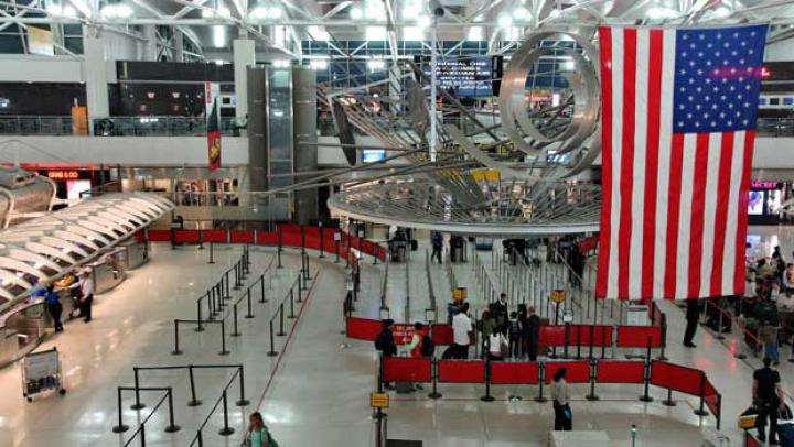 Un terminal al aeroportului JFK din New York, EVACUAT! Angajaţii au găsit un pachet suspect (FOTO)