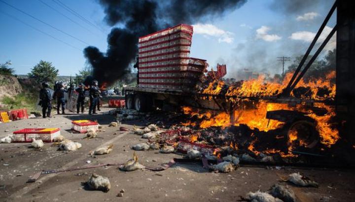 VIOLENŢE la un protest al profesorilor: Șase oameni au murit (FOTO)