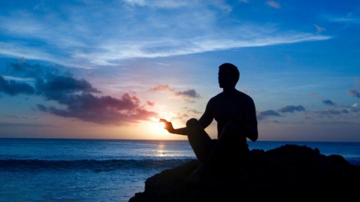 Meditația îi face pe oameni mai conștienți (VIDEO)