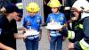 SĂRBĂTOARE pentru doi fraţi gemeni! Pompierii le-au organizat o surpriză de neuitat (FOTO)