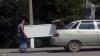 NO COMMENT: Ce să faci dacă nu-ţi încape frigiderul în maşină. SOLUŢIA inventată de doi soţi (VIDEO)
