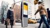 Wi-FI, tabletă şi cablu USB pe stradă! Modernizarea RADICALĂ a unui oraş (FOTO)