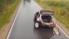 NO COMMENT! O maşină merge cu trei roţi (VIDEO)